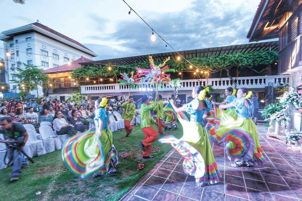 sandiego-dance-troupe-dancers-performs-a-folk-dance-at-the-2016-gabii-sa-kabilin-opening-in-casa-gorordo-05-28-16-p6-alex-b