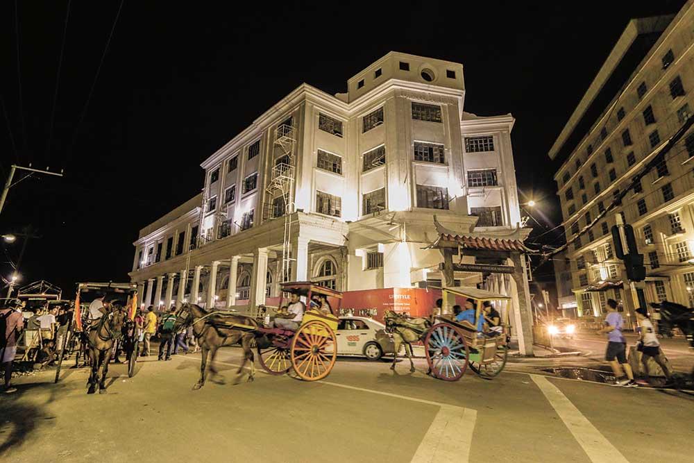tartanilla-rides-wait-outside-the-sugbu-chinese-heritage-museum-in-cebu-city-2016-gabii-sa-kabilin-05-29-16-p1-alex-b